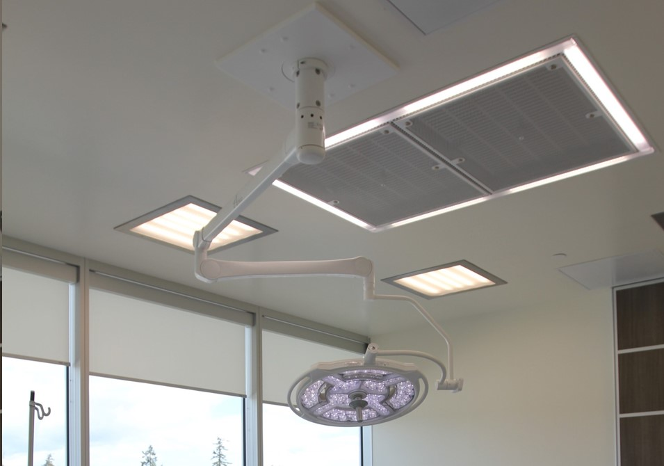 Procedure room ceiling with LEDiffuser